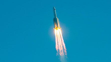 El mundo está pendiente de dónde caerán los restos del cohete chino fuera de control