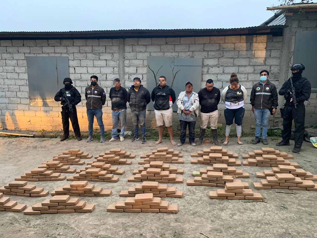 Manta: Decomisan casi media tonelada de droga en El Aromo