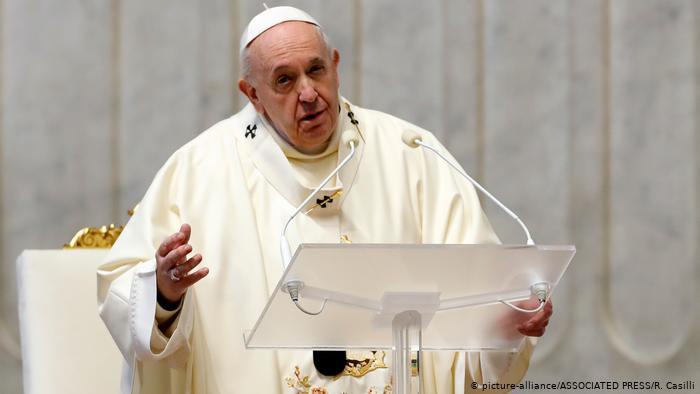 El Papa reduce el sueldo del personal del Vaticano