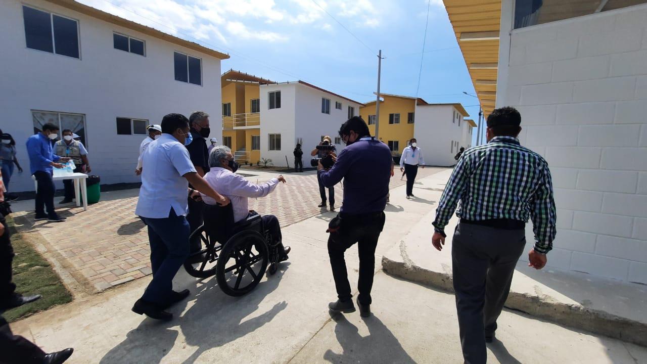 El presidente Lenín Moreno entregó cien casas en Montecristi